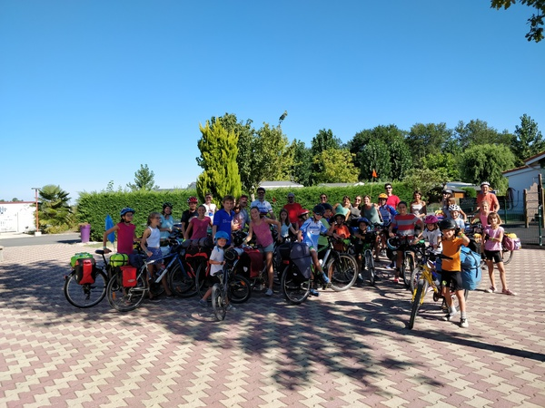 groupe-cyclistes-camping-bel-air-bordeaux